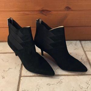Adrienne Vittadini Sande black heel booties